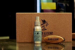 BEARD ALCHEMY - Box con beard tonic di  Antica Barberia al Talco e Travel Brush